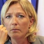 Le doigt de Marine Le Pen